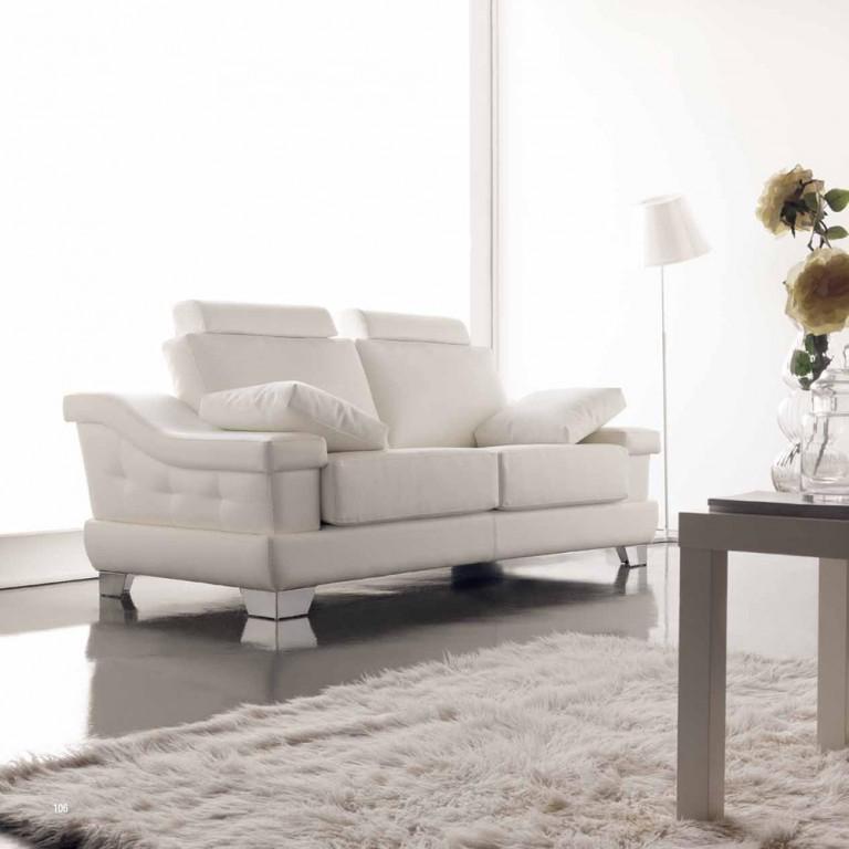 Sofá clásico de líneas modernas tonos claros